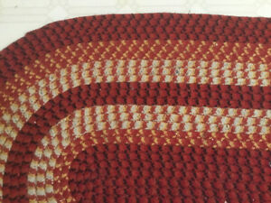 Vintage Style Black/Red/White Oval Braided Rug