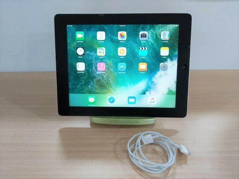 Used Working Apple iPad 4th Gen A1458 sliver 16GB Wifi with NEW Charging Cable