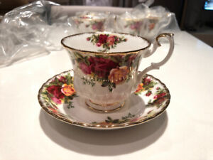 Old Country Roses Made in England Bone China 80 Piece Collection