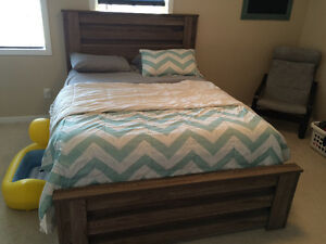 Beautiful bedroom set (dresser, mirror and queen bed frame only)