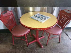 Cute Round Table and Chairs