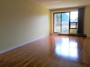GREEN SOUTH VIEW-IMMACULATE 1st FLOOR-NO CARPET-PARKING INCLUDED