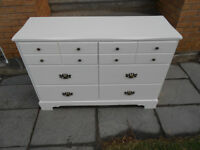 White dresser with 6 drawers