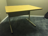 Solid working table/desk