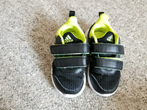 Adidas runners size 5 1/2 (1t-2t)