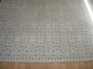 Carpet 10' x 14'.