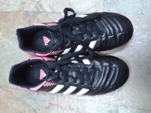 Girl's Soccer Shoes, size 3