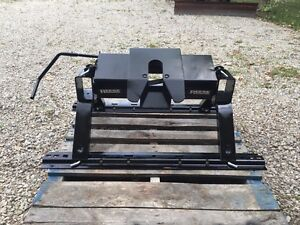 14,000lb Reese Fifth Wheel Hitch