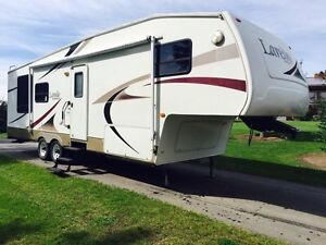 Reduced : 5 th wheel Trailer  Laredo by keystone
