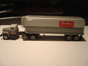 CMW  HO International R-190 Tractor with 32' Sealtest Trailer