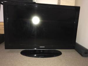 "SAMSUNG LCD TV LN40A550P3F   46""  250$"