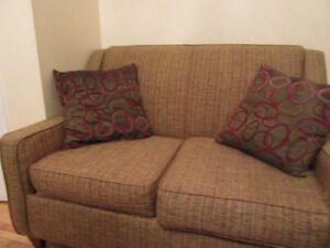 Tweed two seater loveseat sofa w/2 pillows in good condition