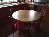 Round pine dining table - excellent condition