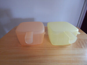 "Tupperware set ""forget me not"" fridge space savers"