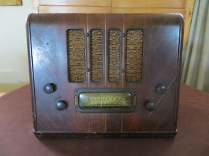 RADIO VIKING MODEL 962-F   DE  T. EATON CIE ANTIQUE ANCIEN
