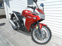 Honda CBR250 perfect time to get before the summer