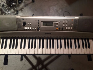 Piano Clavier Keyboard Yamaha + Support + Banc