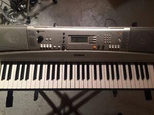 Piano Clavier Keyboard Yamaha + Support + Banc