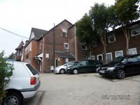 Studio flat in Flat E4, 240 Dunstable Road, Beechill, LU4