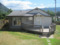 Downtown Castlegar HOUSE 2 bed, 1 bath, pets OK, N/S, $1100/mo