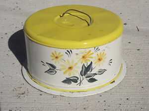 Vintage Retro Metal Cake Taker