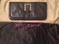 Betsey Johnson black clutch sac a main
