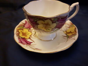VINTAGE FINE BONE CHINA TEA CUPS - MADE IN ENGLAND -