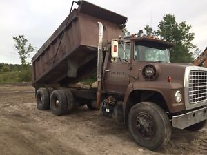 Ford tandem dump truck for parts for sale