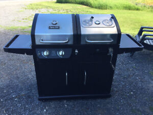 DYNA GLO BBQ PROPANE AND CHARCOAL LIKE NEW CONDITION