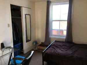 2 STUDENT BEDROOMS ALL INCLUSIVE DOWNTOWN Peterborough Peterborough Area image 2