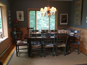 Ensemble de salle à manger, table, chaises, vaisselier