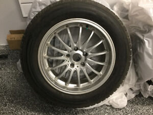 4 pneus d'hiver Toyo et mags. Prix première neige