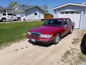 QUICK SALE 1994 LINCOLN TOWN CAR.