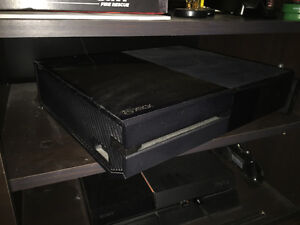 Xbox one 500gb, 1 control, Forza, Kinect, hardly used