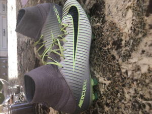 NIKE Mercurial Superfly soccer cleats Size Men's 9. Like new!