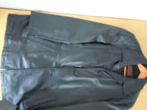 Men's Danier winter real leather coat with detachable lining. Si
