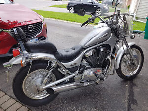 Great Condition Intruder 800 w/ windshield
