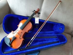 """BNWT, """"Menzel"""" Full Size Violin., with bow, and carrying case"""