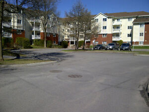 Lovely 2 bdr. apt. in quiet lowrise building Sept. 1st