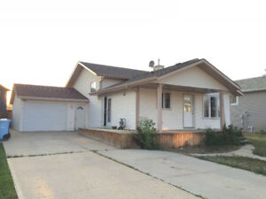 Wood Buffalo prestigious neighborhood 4 bedroom house