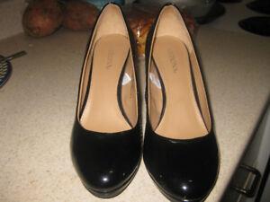 NEW: NEVER WORN MERONA Women's Classic Black Pump Heels.