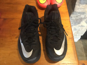 Nike low cut basketball shoe - Zoom size 7 men's only $15