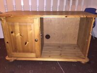 Tv table in solid pine in very good condition