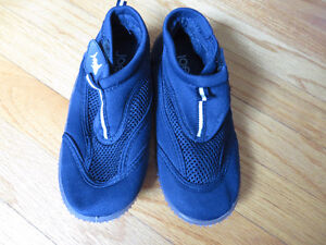New Without Tags Navy Watershoes- size 1-2