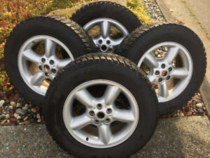 Toyo Snow Tires like new with genuine set of Range Rover alloy's