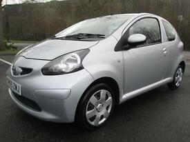 06/55 TOYOTA AYGO+ 1.0 VVT-I 3DR HATCH IN MET SILVER WITH ONLY 59,000 MILES