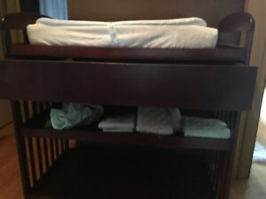 Change table with changing pad and 7 change pad covers