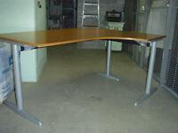Belle table de travail solide