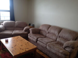 3 Piece Couch Set in Great Condition + Assorted Pillows