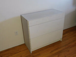 WHITE DRESSER / COMMODE BLANQUE